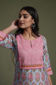 Simple Kurti Designs, Kurta Designs Women, Indian Designer Outfits, Designer Dresses, Kurta Style, Kurta Neck Design, Kurti Designs Party Wear, Neck Pattern, Sleeve Designs