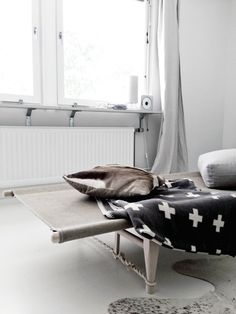 Cross blanket and Safari Daybed Photo STIL INSPIRATION