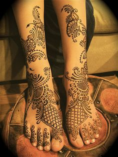 Henna on feet - this reminds me of Zentangles!