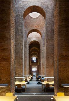 Библиотека при Университете имени Пумпеу Фабры в Барселоне