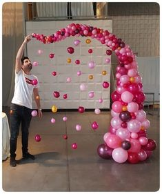 Graphic Mobile Party Decoration This DIY idea serves a dual purpose: Hang it for a modern display during the baby shower, then gift it to the expectant parents-to-be for their baby's nursery. Decoration Evenementielle, Birthday Party Decorations, Baby Shower Decorations, Party Themes, Birthday Parties, Party Ideas, Party Favors, Birthday Centerpieces, Balloon Decorations Party
