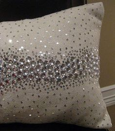 Jolting Diy Ideas: Decorative Pillows On Bed Reading Nooks decorative pillows on bed reading nooks.Cute Decorative Pillows Pottery Barn decorative pillows living room black and white.Decorative Pillows Ideas Black And White. Sparkly Pillows, Gold Pillows, Diy Pillows, Cushions, Throw Pillows, Rustic Decorative Pillows, Deco Design, Soft Furnishings, Luxury Bedding