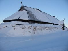 Lofotr Chieftains house - The chieftains house in the nice blue winter light. Viking House, Viking Life, Viking Art, Medieval Life, Viking Ship, Viking Museum, Viking Pattern, Central And Eastern Europe, Scandinavian Countries