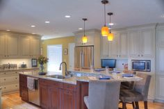 1000 images about two toned kitchens on pinterest two tone kitchen