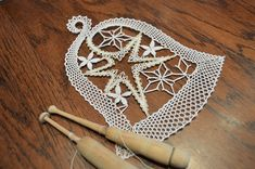 Romanian Lace, Bobbin Lace Patterns, Lace Heart, Lace Jewelry, Lace Making, Lace Detail, Tatting, Diy And Crafts, Crochet