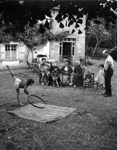 Atelier Robert Doisneau I Site Officiel  //  Danse à la ferme. Pauneuf 1952. (  http://www.gettyimages.co.uk/detail/news-photo/little-girl-dancing-in-the-courtyard-of-a-farm-in-august-news-photo/452142324