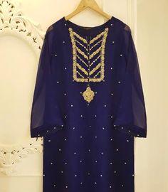 Latest Pakistani Dresses, Pakistani Designer Suits, Pakistani Fashion Casual, Pakistani Dress Design, Pakistani Suits, Party Wear Dresses, Casual Dresses, Blue Dresses, Girls Dresses