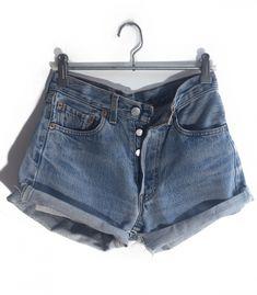 Short Levi's 501 W25  #brandleyvintage #vintageclothing #clothes #tshirt #jeans #levis #shoponline  #outfit #fashion #vintage #conmuchorollo Fashion Vintage, Vintage Outfits, Levis 501, Levi Shorts, Denim, Jeans, Summer, T Shirt, Clothes