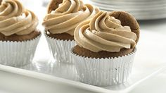 Pillsbury - Gingerbread Cupcakes with Cookie Butter Frosting. Pillsbury® refrigerated gingerbread cookie dough makes a great base for these super-easy cupcakes! Butter Frosting, Frosting Recipes, Cupcake Recipes, Cookie Recipes, Cupcake Cakes, Dessert Recipes, Cup Cakes, Cookie Frosting, Cupcake Ideas