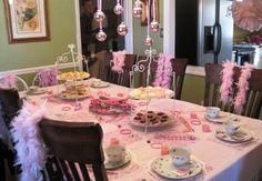 Lindas ideias de decoração para uma festa chá de princesas! Venha se inspirar e reproduzir em casa!    Beautiful decorations for a princess tea party! Your daughter will love!