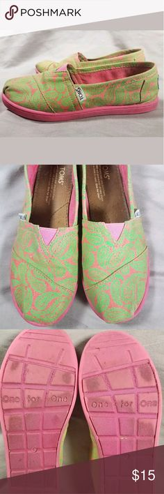 TOMS Paisley Canvas Shoes girls 4yr TOMS vibrant Pink canvas slip ons with Paisley designs. Great condition, perfect playground shoe youth sz 4y Toms Shoes Sneakers