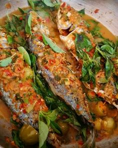 Kembung masak woku Fish Recipes, Seafood Recipes, Asian Recipes, Healthy Recipes, Asian Cooking, Easy Cooking, Cooking Recipes, Malaysian Cuisine, Malaysian Food