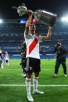 MADRID, SPAIN - DECEMBER 09: Gonzalo Martinez of River Plate celebrates with the Copa Libertadores Trophy following his sides victory in the second leg of the final match of Copa CONMEBOL Libertadores 2018 between Boca Juniors and River Plate at Estadio Santiago Bernabeu on December 9, 2018 in Madrid, Spain. Due to the violent episodes of November 24th at River Plate stadium, CONMEBOL rescheduled the game and moved it out of Americas for the first time in history. (Photo by Gonzalo Arroyo…