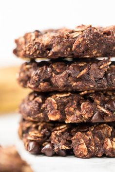 These INSANELY Healthy Oatmeal Cookies are made with just 6 ingredients and have no gluten, dairy, eggs, sugar or oil! Chocolate Oatmeal Cookies, Cocoa Cookies, Chocolate Chips, Oatmeal And Eggs, Gourmet Recipes, Healthy Recipes, Healthy Food, Healthy Breakfasts