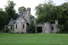 Castles in Ohio Squire's Castle: Owned by the Cleveland Metroparks in Willoughby Hills, visitors are free to wander around this castle, which was never fully completed due to the death of Mr. Willoughby Ohio, Cleveland Metroparks, Cleveland Ohio, Cincinnati, Columbus Ohio, Small Castles, Architecture Art Design, Abandoned Houses, Abandoned Castles