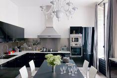 Une cuisine noire et blanche tout en douceur