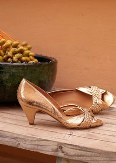 stylish without being ancient looking Colorful Shoes, Blush And Gold, Leather Cover, Spring Collection, Leather Heels, Smooth Leather, Wedding Shoes, Black Suede, Me Too Shoes