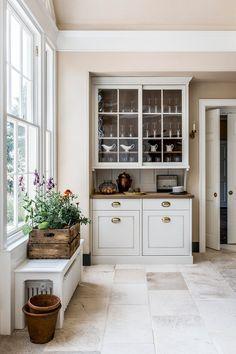 Shaker Kitchen Inspiration, Georgian Kitchen, London Townhouse, Shaker Style Kitchens, Bespoke Kitchens, Large Homes, Other Rooms, Artichoke, Kitchen Design