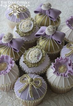 These are soo pretty! Vintage-inspired Purple & Gold Cupcakes ~ The Cake Cuppery