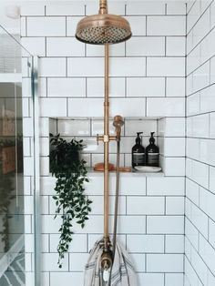 shower with brass fixtures and dark grout subway tile dusche mit messingarmaturen und dunklen fugen u-bahn fliesen This image has. Shelf Decor Bedroom, Decor, White Tile Shower, Bathroom Decor, Cheap Home Decor, Interior, Affordable Interiors, Small Master Bathroom, Home Decor