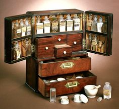 Medicine Chest: Imagine how great this would be for storing beading supplies!Ship's Medicine Chest: Imagine how great this would be for storing beading supplies! Apothecary Cabinet, Cabinet Of Curiosities, Dollhouse Miniatures, Herbalism, Woodworking, Cool Stuff, Antiques, Decoration, Storage