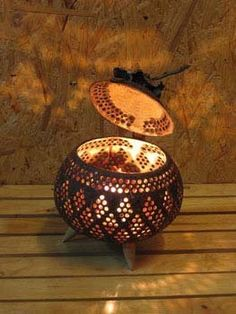 Kokosnoot Lamp , Find Complete Details about Kokosnoot Lamp Lamp from Table Lamps & Reading Lamps Supplier or Manufacturer-Ananta Cooperation Ltd. Craft Stick Crafts, Diy And Crafts, Diwali Decoration Lights, Coconut Shell Crafts, Pictures On String, Shell Lamp, Shell Candles, Decorative Gourds, Gourd Lamp
