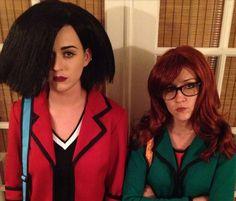 Katy Perry y la actriz Shannon Woodward vestidas como las protagonistas de la serie animada Daria. Foto: /twitpic.com