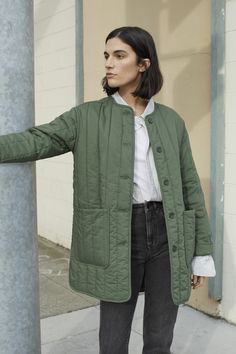 The Cotton Quilted Jacket - Cozy enough to wear outside, cool enough to wear inside. The Cotton Quilted Jacket features a clean - Quilted Jacket Outfit, Mode Outfits, Casual Outfits, Looks Style, My Style, Autumn Winter Fashion, Winter Outfits, Winter Jackets, Spring Jackets
