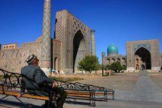 Man at Registan - Samarkand - 15-10-2005.jpg