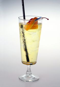 TOM COLLINS -  It is a tall, cool highball that was popular in London, England around the early 1800s.  #cocktails #drinks #recipes