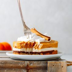 Creative pumpkin pie recipes: Spiced Pumpkin Cheesecake at Full of Plants Pumpkin Chocolate Cheesecake, Chocolate Ganache, Pumpkin Pie Recipes, Spiced Pumpkin, Fall Recipes, Pound Cake Recipes, Delicious Vegan Recipes, Fall Desserts, Vegan Baking