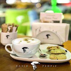Nefis kahve çeşitlerimizin yanında tatlı atıştırmalıklarımızla, hepinizi şubelerimize bekliyoruz..#davidpeople #indulgeyourself