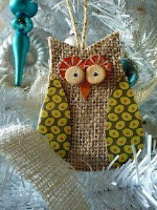 flea market trixie: Burlap Owl ornament with pattern Christmas Owls, Burlap Christmas, Christmas Projects, Holiday Crafts, Christmas Ornaments, Spring Crafts, Christmas Decor, Burlap Projects, Burlap Crafts