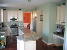 Loft sherwin williams softened green - idea for kitchen walls Green Kitchen Walls, Sage Green Walls, Paint For Kitchen Walls, Kitchen Colors, Kitchen Ideas, Wall Colors, House Colors, Honey Oak Cabinets, Drywall Installation