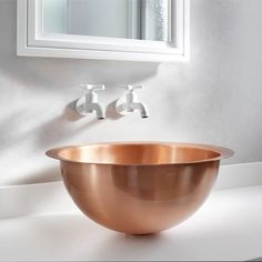 Copper washbasin. Apartment in London by MWAI #copper #ramen #washbasin #lavabo #lavandino #design #designer #decor #decoration #homedecor #interiordecor #interiorstyle #interiorstyling #interiorstylist #interiordesigner #interiordesign #architetto #architect #arquiteto #arquiteto #mwai #bagno #bath #bathroom #bathdesign by stylezato_ddarcart