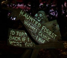 Haunted Forest signs from The Wizard if Oz Halloween Signs, Fall Halloween, Halloween Decorations, Halloween Party, Halloween Stuff, Halloween Labels, Zombie Party, Spooky Decor, Halloween 2019