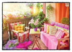 Even the smallest balcony can be turned into a real oasis and that is easily achieved with the right decoration. Here we give you some small balcony ideas Small Balcony Decor, Balcony Design, Tiny Balcony, Balcony Ideas, Outdoor Spaces, Outdoor Living, Outdoor Decor, Design Japonais, Room With Plants