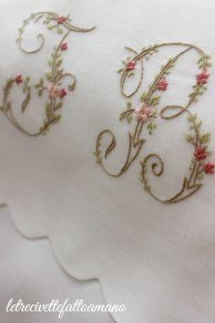 letrecivettefattoamano: Porta biancheria con lettere fiorite...