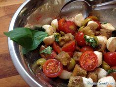Aprende a preparar ensalada Panzanella con esta rica y fácil receta.  Esta es una ensalada sencilla cuya receta proviene de la Toscana italiana. La ensalada...