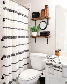 79 Small Bathroom Decor Ideas 64 Innenarchitektur Kleines Badezimmer D White Bathroom Decor, Boho Bathroom, Bathroom Design Small, Bathroom Interior, Small Bathrooms, Simple Bathroom, Bathroom Designs, Budget Bathroom, Bathroom Black