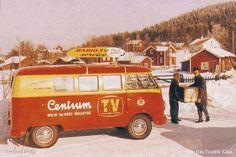 Swedish vintage VW bus of the day TV service bus in the north of Sweden. Vw Kombi Van, Volkswagen Type 2, Volkswagen Bus, Vw T1, Vw Camper, Vw Logo, Transporter Van, Service Bus, Commercial Van