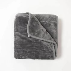 Under Pressure. De-stress with this comfy plush blanket filled with weighted microbeads to deliver an ultimate calming effect. Relax under this blanket and expect a blissful nights sleep. Tag Blanket, Fuzzy Blanket, Diy Blanket Ladder, Soft Blankets, Cute Birthday Ideas, Stress Relief Gifts, Room Ideas Bedroom, Room Decor, Birthday Wishlist