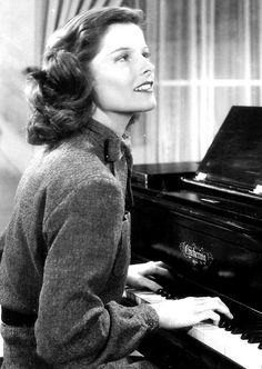 cb8b64e5c1522 BREAK OF HEARTS (1935) Katharine Hepburn at the piano. Hollywood Cinema