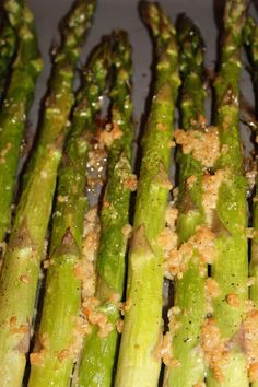 The Harris Sisters: Garlic Roasted Asparagus Beach Meals, Fresh Asparagus, Vegetable Dishes, Quick Easy Meals, Side Dishes, Garlic, Roast, Sisters, Healthy Recipes
