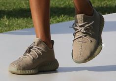 Doesn't look like the green Yeezys will release. Adidas has reportedly cancelled the 'Dark Green' Yeezy Boost 350 release. The kicks were supposed to drop. Teen Fashion, Fashion Models, Runway Fashion, Paris Fashion, Fashion Trends, Yezzy Shoes Women, Yeezy Season 4, Curvy Petite Fashion, Yeezy Shoes