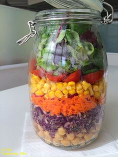 Ensalada ARCO IRIS.- Vegetarian Recipes, Healthy Recipes, Healthy Food, Mason Jar Meals, Salad In A Jar, Picnic, Salads, Tasty, Lunch