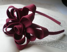 Design by Night: In a Zip –Zipper Flower Tutorial