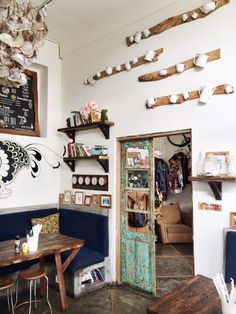 Interior+Junkie+proof+restaurant:+Roti+Canai,+Bali