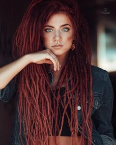hippie hair 595952963174602127 - Dreadlock Extensions Single Color Source by natcrioult Dreadlock Hairstyles, Braided Hairstyles, White Girl Dreads, Pelo Rasta, Rasta Hair, Dreadlocks Girl, Beautiful Dreadlocks, Dreadlock Extensions, Hippie Hair