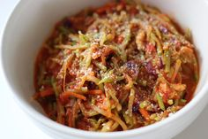 """Fast, Low-Carb, and Low-Calorie Broccoli Slaw """"Pasta"""": This cheesy, garlicky """"pasta"""" from healthy chef Hungry Girl is the best of both worlds — it's just as fast to make as any simple pasta dish and doesn't come overloaded with carbs. Broccoli Slaw Pasta, Broccoli Slaw Recipes, Veggie Pasta, Brocolli Slaw, Brocolli Cheese, Pasta Lunch, Parmesan Broccoli, Pasta Salad, Healthy Chef"""